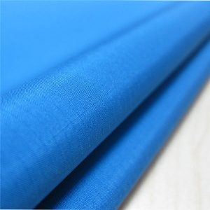 100% полиестерна пластмасова макара от жакардова плат с водоустойчиво покритие за яке или спортно облекло